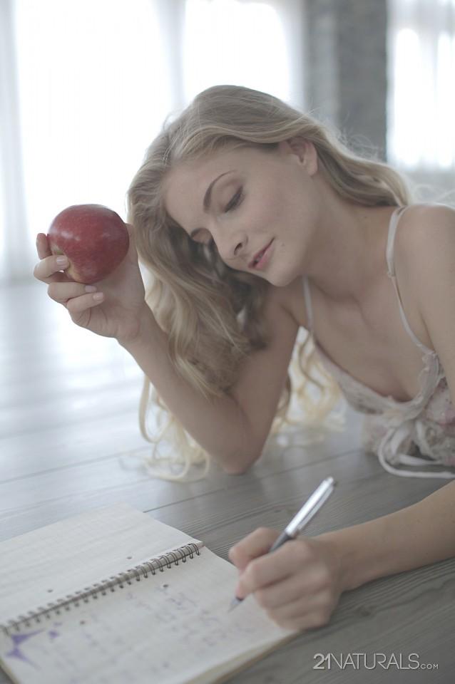 Cayenne Klein in Fantasy 3