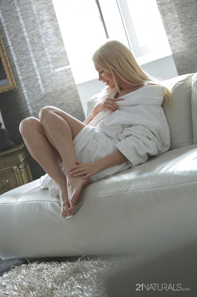 Lindsey Olsen in Gentle 2