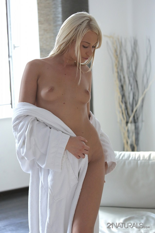 Lindsey Olsen in Gentle 3