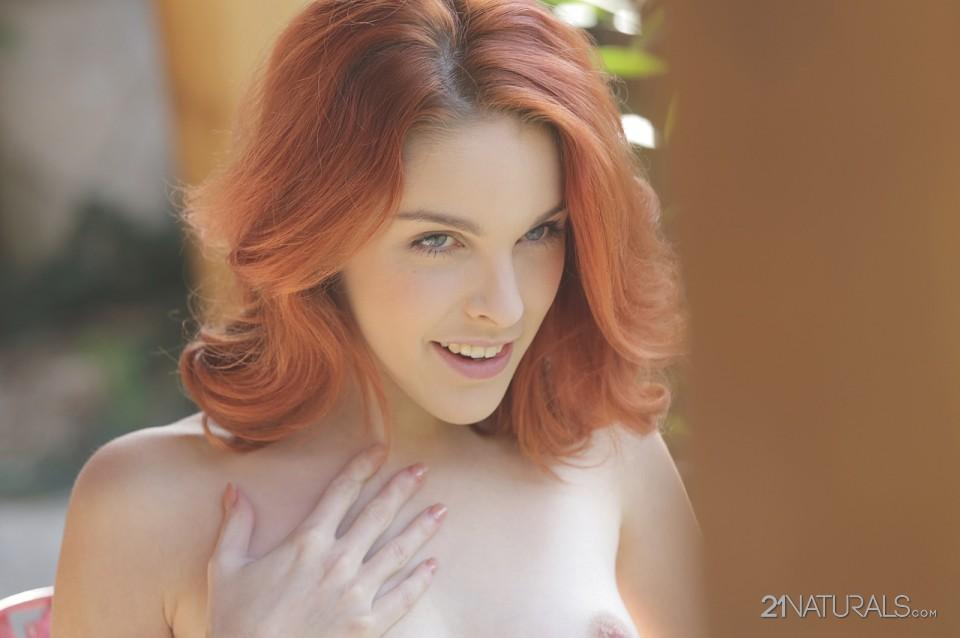 Amarna Miller in Scarlet 7