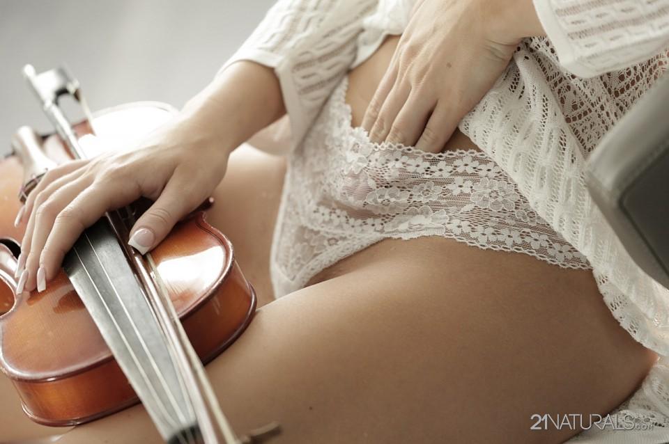 Kiara Lord in Violin 3