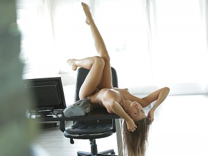 Maria Rya in Secretary Dreams 1