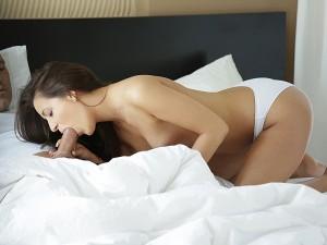 21 Naturals Cindy Carson in Behind Erotica 1