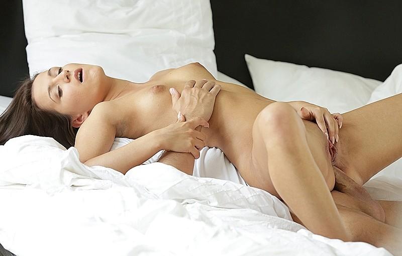 21 Naturals Cindy Carson in Behind Erotica