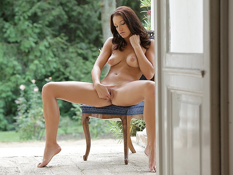 21 Naturals Felicia Kiss in Beauty to Remember 3